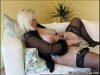 Chubby housewife in stockings plays with revolutionary sex toy