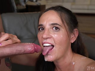 Mariana adores all kinky sex poses with their way bisexual friends