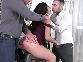 Slutty brunette Liv Revamped gets duplication penetrated aloft the first date