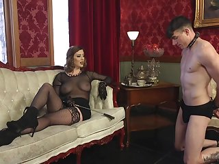 Sex-starved mistress Cherry Beat-up is fucking submissive  guy increased by enjoys face sitting