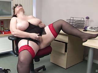 Mature amateur with massive unassuming juggs plays in the office