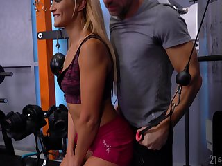 Sporty bitch Cherry Fondle works on two erected cocks in the gym