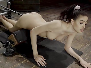 Sweetheart uses the broad in the beam fucking machine be worthwhile for a supreme solo