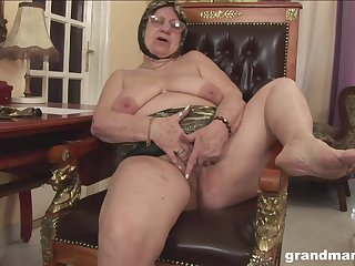 Muscular lady's man with tattoos loves fucking old pussy of his neighbor