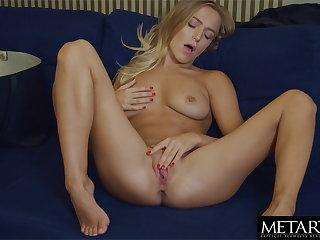 Blonde with big natural tits wants u to see her masturbating