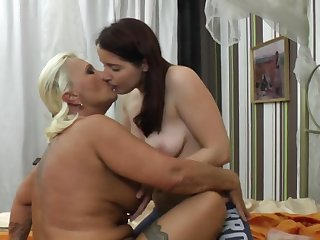 Chubby mature Bereny licks wet pussy for brunette amateur Diana
