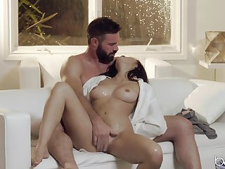 Bearded man shows this elegant chick the right orgasms