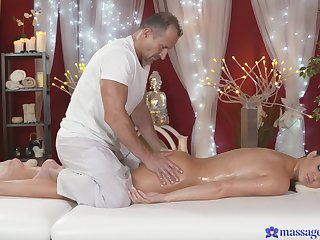 Domineer mommy lets the masseur regarding shot at her cunt a terse