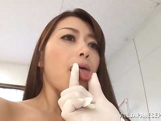Pretty girlfriend Maki Hokujo gets the brush pussy fucked by a doctor