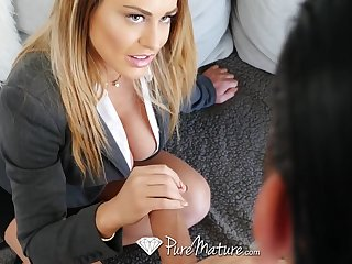 Seduced coupled with fucked off out of one's mind fucking awesome cougar stepmom Corinna Blake